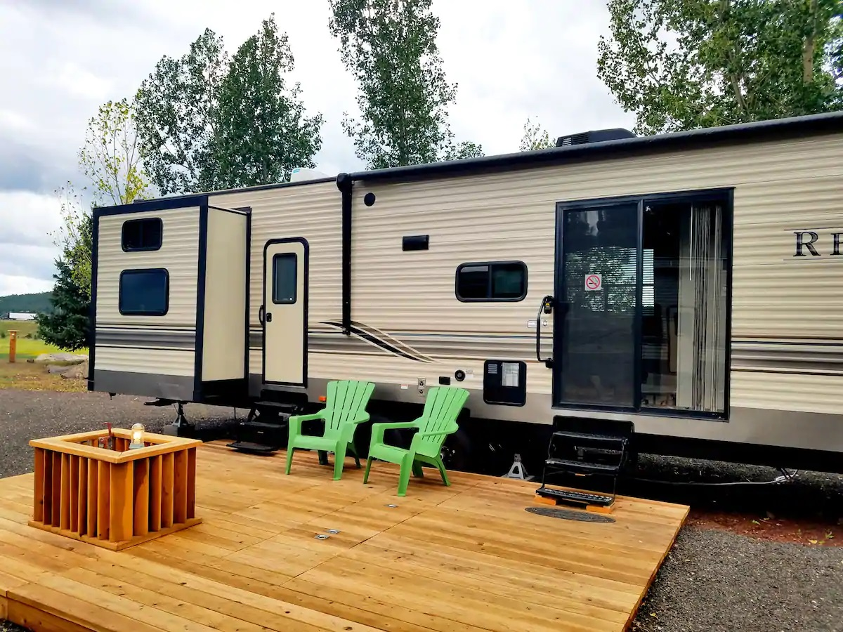 Glamping trailer with wooden patio