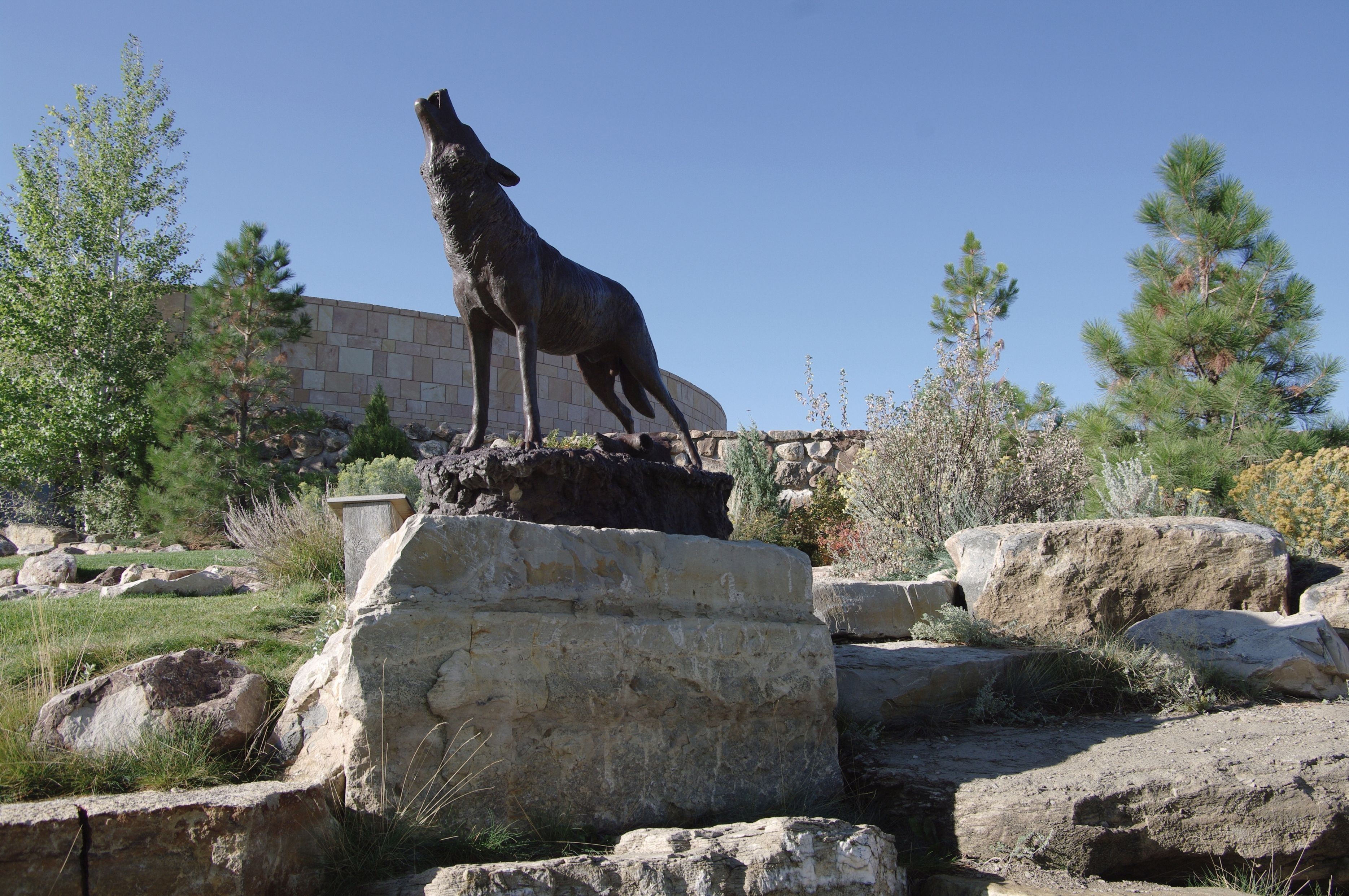 A statue of a wolf howling.
