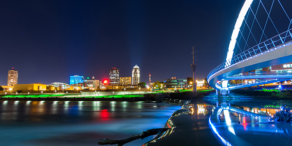 The skyline of Des Moines at night