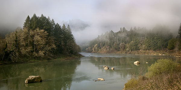 Picturesque scene of Oregon's Umpqua River