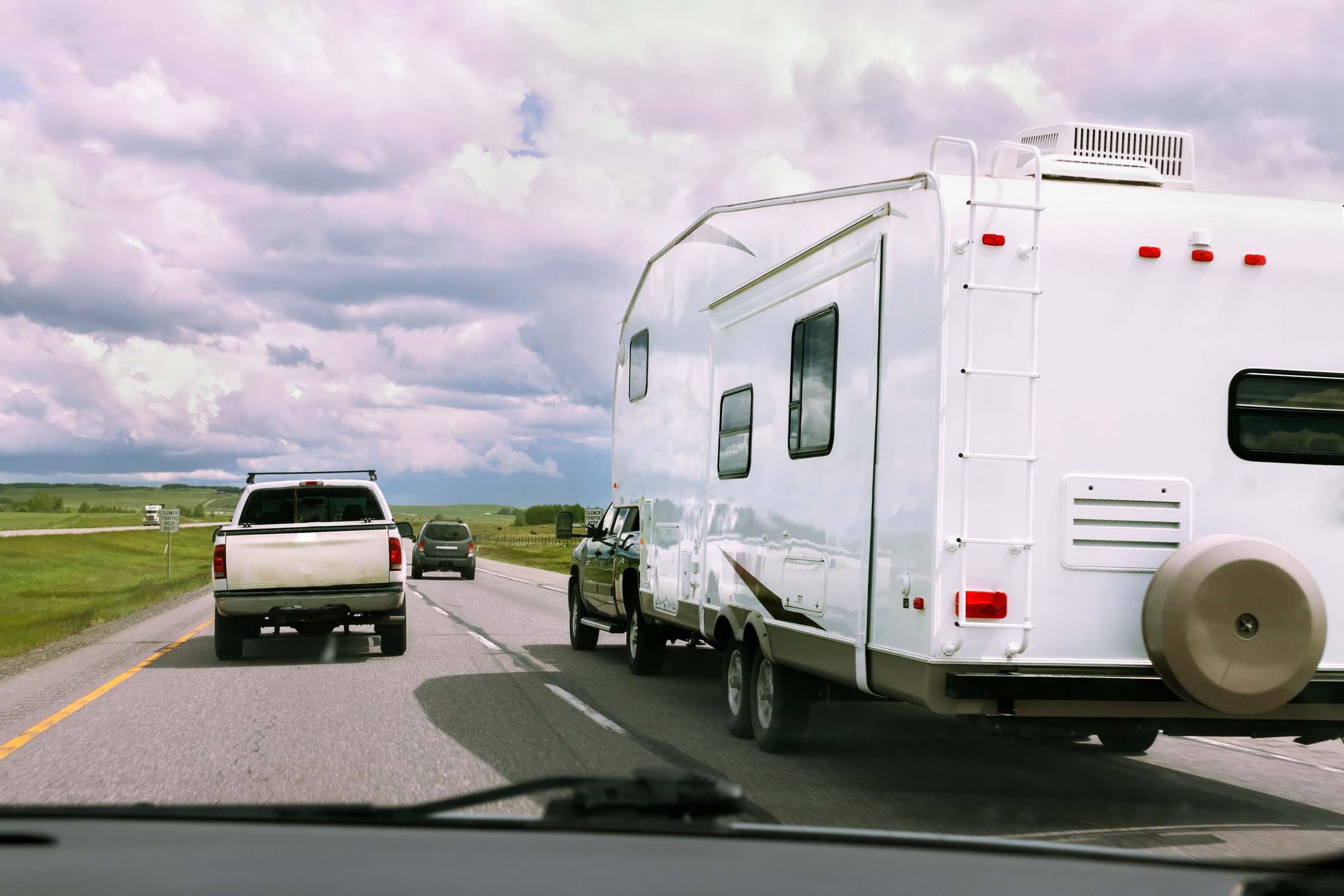A fifth-wheel driving on a crowded highway