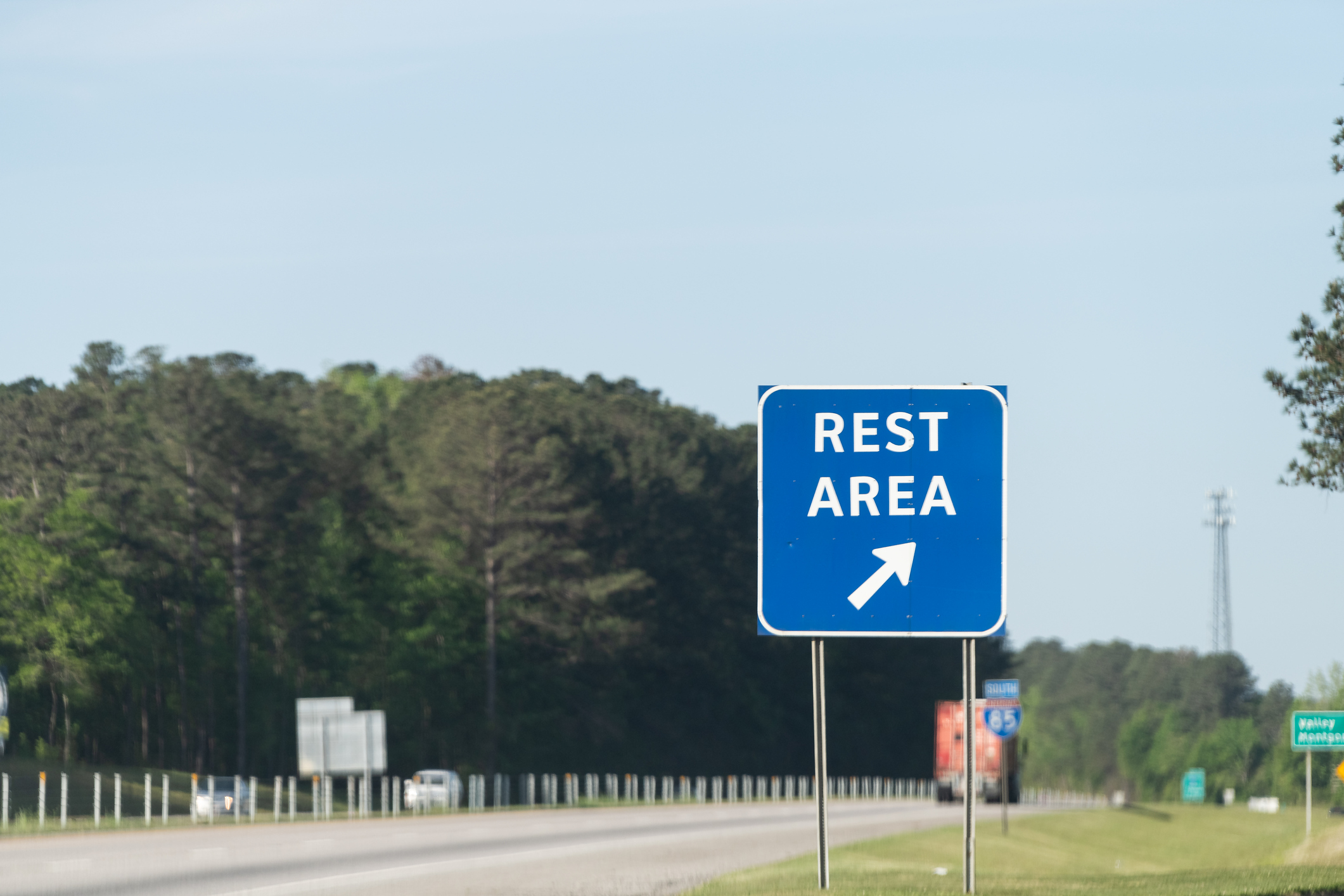 Rest area alongside the highway.