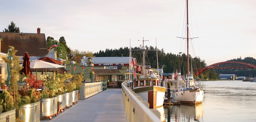 beautiful Skagit Valley — An elegant boat moored on a beautiful marina