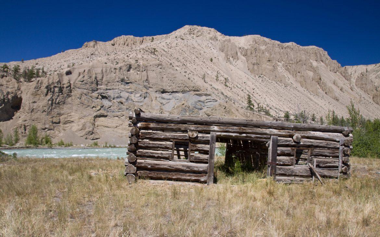 Old homesteaders log barn Farwell Canyon. Cariboo - Chilcotin country, near Williams Lake