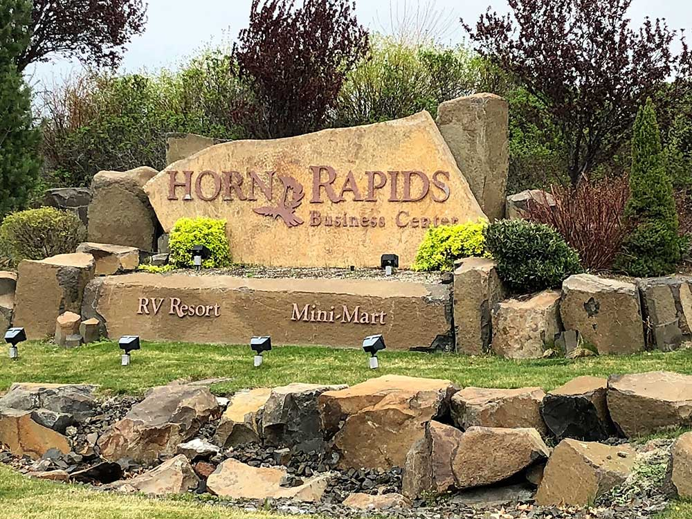 A sign advertising Horn Rapids along with the RV resort and mini-mart.
