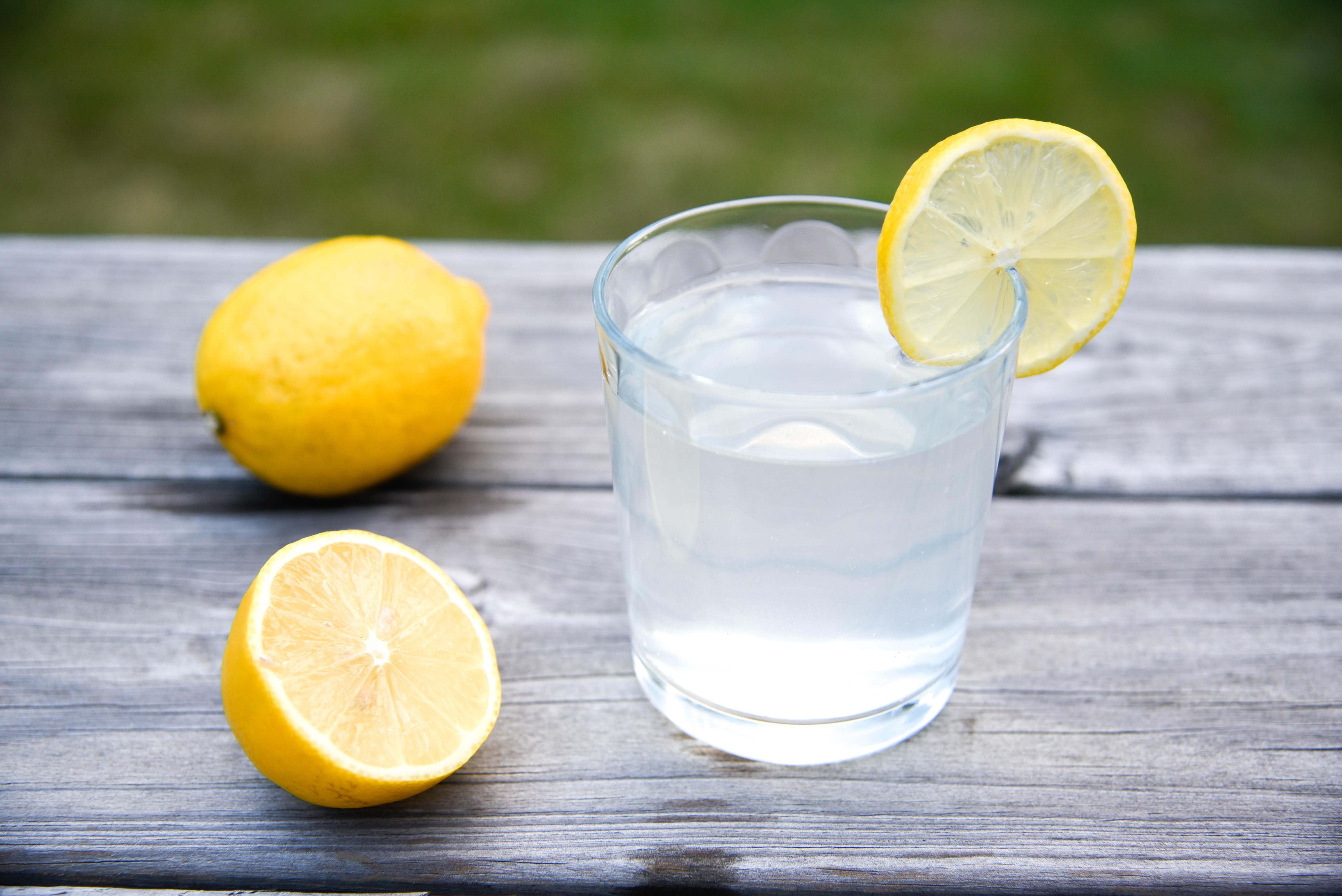 2nd pic of glass with lemon slice and lemons.