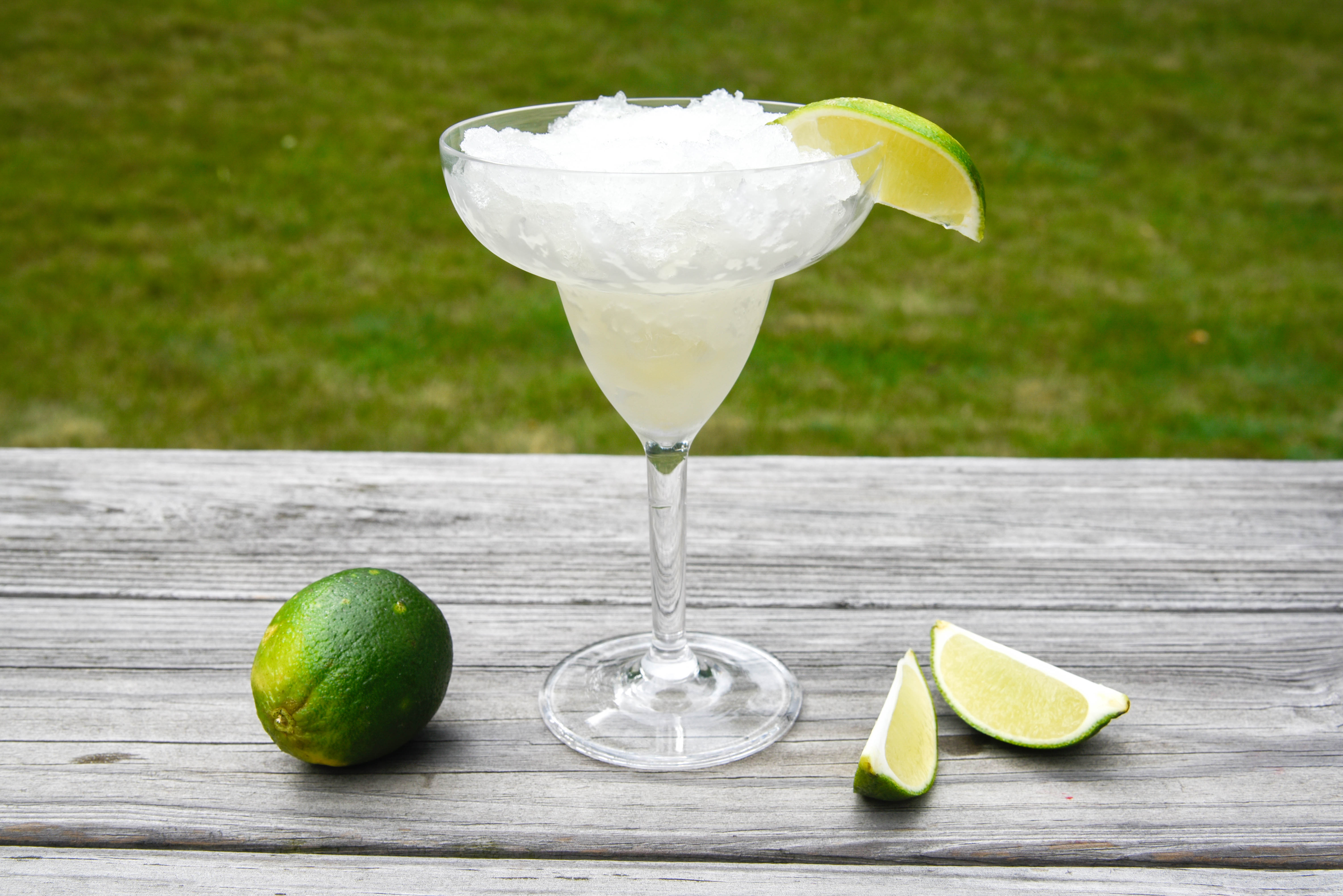 An icy margarita with limes.